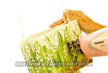 Декупаж плетеной сумки-корзинки 10