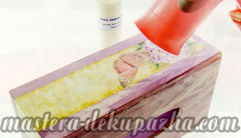Декупаж деревянной салфетницы 17