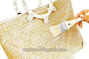 Декупаж плетеной сумки цветочным орнаментом 3