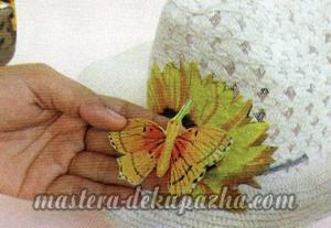 Декупаж летней шляпы цветочным узором 11