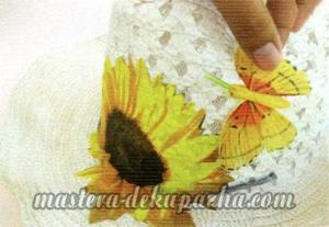 Декупаж летней шляпы цветочным узором 13