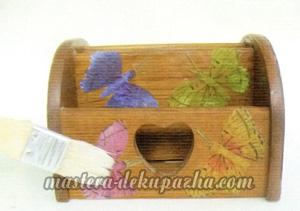 Декупаж деревянной полочки хлебницы для кухни 17