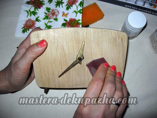 Декупаж деревянных часов 2