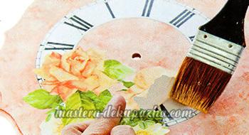 Декупаж настенных часов своими руками 19
