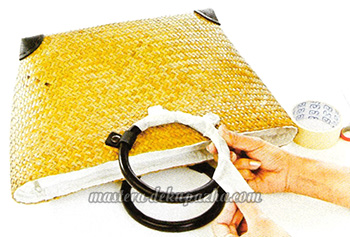 Декупаж плетеной сумки цветочным орнаментом 2