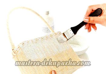 Декупаж плетеной сумки-корзинки 3