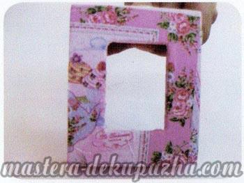 Декупаж рамки для фото - приклеиваем салфетку к рамке
