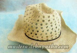 Декупаж летней шляпы цветочным узором 1