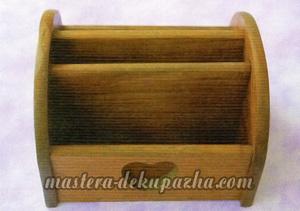 Декупаж деревянной полочки хлебницы для кухни 1
