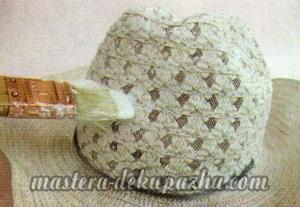 Декупаж летней шляпы цветочным узором 2