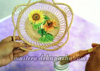 Декупаж плетеной тарелки 9